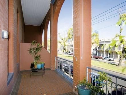 1340017go=street-verandah